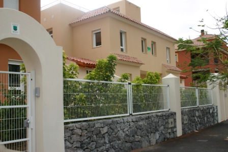 Spacious 4 bedroom townhouse for sale on the brand new complex of El Faro in El Madroñal in, Spain