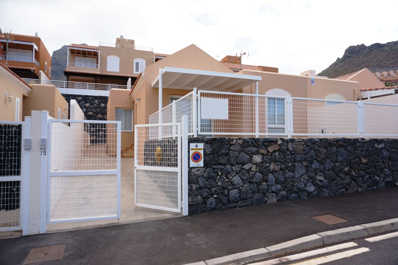 6Beautiful 2 bedroom bungalow available on the complex of Las Pergolas in the prestigious El Madro&n, Spain