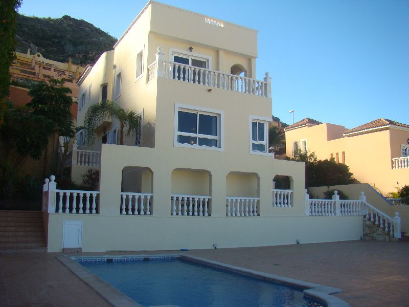 A Superb 4 bedroom detached villa for sale in Torviscas Alto offering magnificent sea views from the, Spain