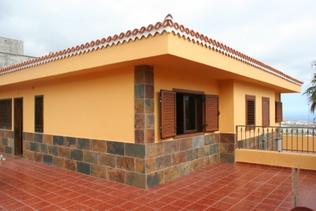 4 bedroom detached villa for sale in Valle San Lorenzo. The property has been completely refurbished, Spain
