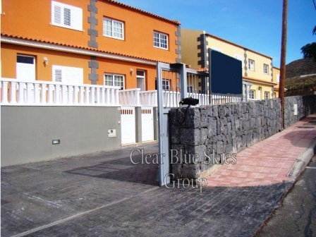 Beautiful semi detached new build in Aldea Blanca. This property has 3 bedroom, one being on the gro, Spain