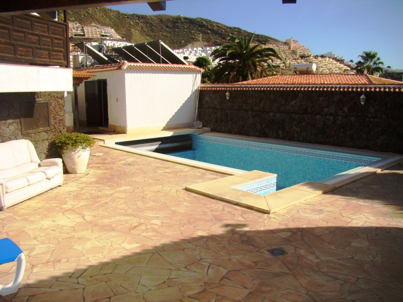 Secluded detached villa in a cul de sac position just 1 kilometer from El Duque beach. Master bedr, Spain