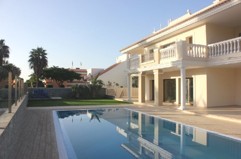 Brand new luxury villa just built on the most exclusive area of Adeje Golf. This exclusive house off, Spain