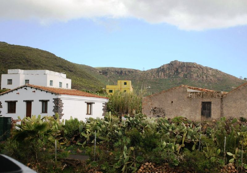 This is an interesting restoration project on a pretty finca in Valle de San Lorenzo, which is just , Spain