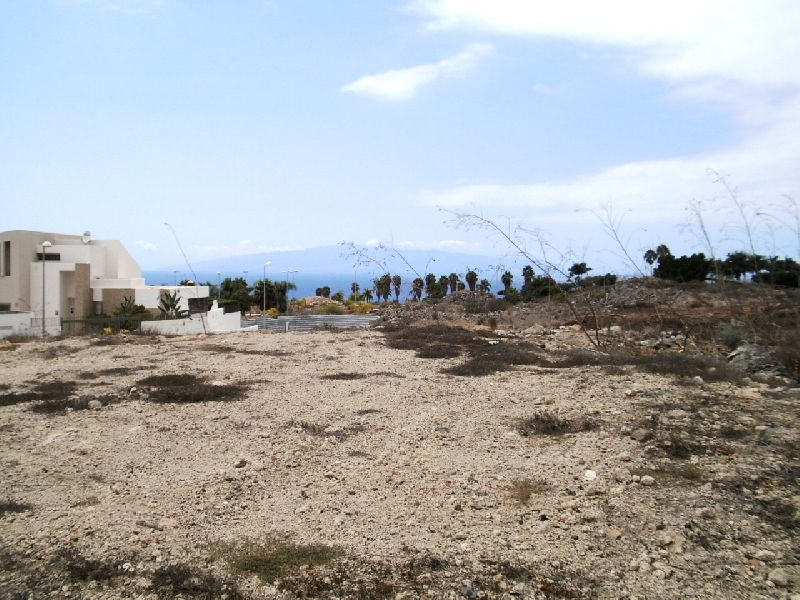 In the prestigious area of Adeje Golf, plot of land of 1.000 m2 to build a luxury villa of 250 m2 on,Spain