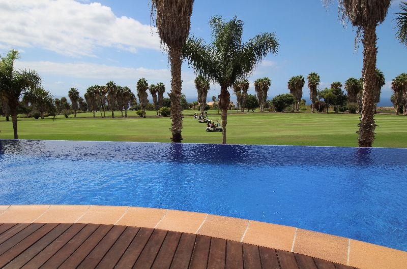 Golfer or not, nothing beats the view and the quality of this stunning 4 bedroom villa in the most d, Spain