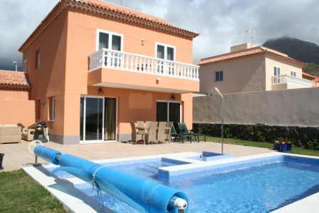 Beautiful 3 bedroom luxury villa for sale in the prestigious El Madroñal area of Fañab, Spain